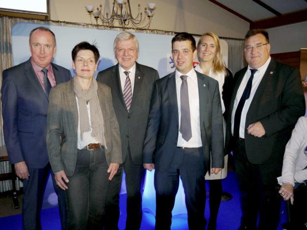 Gruppenbild der lokalen CDU-Größen mit Ministerpräsident Volker Bouffier. Foto: nh