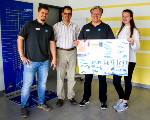 Von links: Jonas Klipsch, Ralf Ehring, Dirk Engelmann und die Ehring-Jahrespraktikantin und Azubi-Botschafterin Johanna Schäfer, die den Termin mitorganisiert hat. Foto: Pfeil