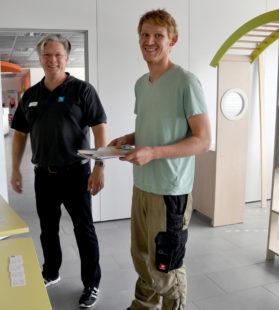 Ehring-Mitarbeiter Julian Hildebrand im Gespräch mit Dirk Engelmann. Foto: Pfeil