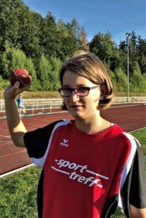Sarah Langheld sicherte sich im Ballwurf den Sieg mit 33,50 m. Foto: nh