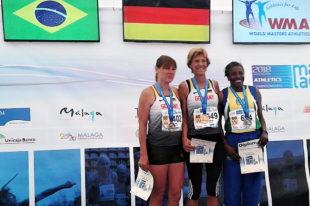Siegerehrung im Hochsprung der W60 mit Weltmeisterin Jutta Pfannkuche (Melsungen). Foto: nh