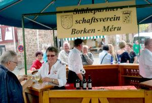 Der Genuss edler Tropen steht im Vordergrund des Städtepartnerschaftsvereins Borken-Méru. Das Bild zeigt ihn beim Wecke- un Worschtmarkt 2016 Foto: no