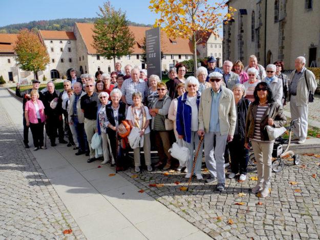 Viel Wissenswertes aus Vergangenheit und Gegenwart des ehemaligen Zisterzienserinnen-Klosters in der Haydau erfuhren Neukirchener Seniorinnen und Senioren auf ihrer Busreise nach Altmorschen. Foto: nh