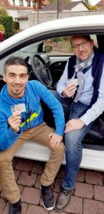 Dankbar und stolz auf ihren Führerschein sind Khalil Saloukha und Rani Kwifahtie-Mohandes. Foto: nh