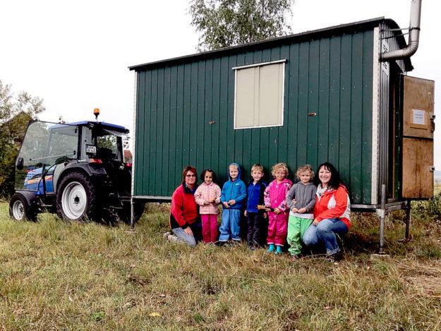 """In """"Phantasien"""" hat der Fortschritt Einzug gehalten. Die Kindertagesstätte wurde mit einem zweckmäßigen Bauwagen ausgestattet. Foto: KiTa Wernswig"""