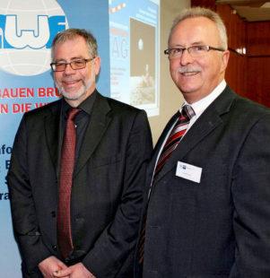 Bauen brücken in die Welt: Christoph Külzer-Schröder (Außenwirtschaftsforum) und Norbert Claus (Leiter International der IHK Kassel-Marburg). Foto: ihk
