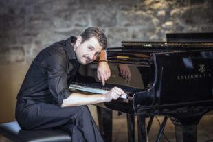 Felix Reuter ist Pianist, Musikkomödiant, Improvisationskünstler und Entertainer in einem. Foto: Matthias Eimer