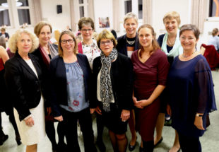 Frauenmahl Orga (v.li.): Marita Natt, Prof. Dr. Evelyn Korn, Tamara Morgenroth, Angela Weigand, Inge Fleschenberg, Clarissa Graz, Anne Rudolph, Inge Wickert und Annette Hestermann. Foto: Hephata