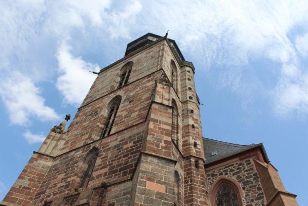 Die Marienkirche zu Homberg war Dreh- und Angelpunkt der Reformation in Hessen. Die Erfindung der Konfirmation war 1539 im nicht weit entfernten Ziegenhain. Foto: Stefan Pfeil