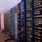 Ab morgen ist der Zugang zur literarischen Bildung in Treysa wieder geöffnet. Foto: Schmidtkunz