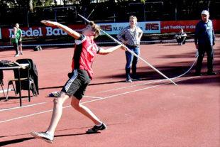Kilian Krah verbessert sich im Speerwerfen auf 35,17 m und damit auf Rang vier in Hessen. Foto: nh