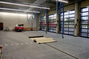 In der Lagerhalle wird noch letzte Hand zur Fertigstellung angelegt. Foto: B. Völske