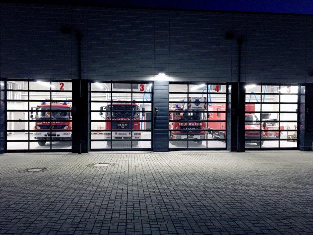 Nächtliche Stimmung vor der Feuerwehrhalle. Foto A. Heiser
