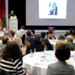 """Referentin Susanne Selbert spricht über Frauenwahlrecht und über ihre Großmutter Elisabeth Selbert, die 1949 dafür sorgte, dass der Satz """"Männer und Frauen sind gleichberechtigt"""" im Grundgesetz aufgenommen wurde. Foto: nh"""