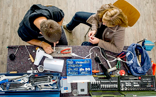 Pfiffige Leute gesucht. Handwerklich geschickte BürgerInnen treffen sich zum 1. Schwälmer Repair Café. Foto: nh