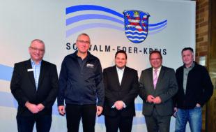 Stv. Fachbereichsleiter U. Wunsch, OLRD H. Stuhlmann, Fachberater P. Müller Nolte, Landrat W. Becker, Ärztlicher Leiter H. Lotz (v.li.). Foto: nh