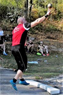 Uwe Krah verbesserte sich trotz seiner Defizite beim Abstoß auf 13,26 m. Foto: nh