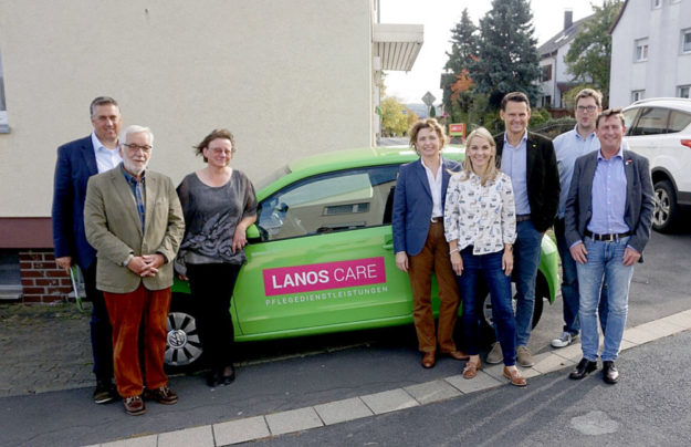 Die FDP-Politikerinnen Nicola Beer MdB und Wiebke Knell MdL (5. und 4.v.r.) besuchten gemeinsam mit weiteren FDP-Vertretern die Lanos Care Station in Gilserberg und deren Geschäftsführer Dr. Constantin Schmitt (3.v.r.) und Pflegedienstleiterin Karin Keute. Foto: nh