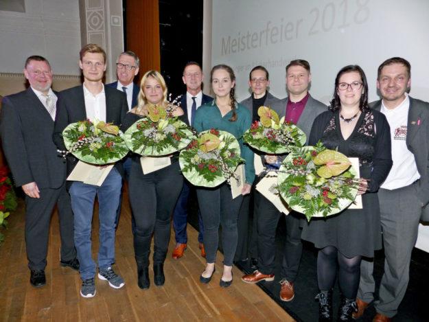 Die besten Bäcker/in und Bäckerei-Fachverkäufer/in beim Leistungswettbewerb in Hessen. Foto: Scholz