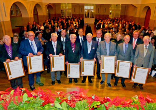 Verdiente Handwerksmeister erhielten den Goldenen Meisterbrief. Foto: Scholz