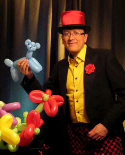 Auch als Ballonkünstler wird The Phantasy das Publikum bezaubern. Foto: nh