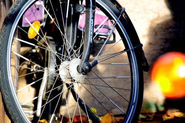 Die Räder sollen sich in Stadt und Umland ungehindert drehen. Darum ruft Melsungen zur Teilnahme am 8. Fahrradklima-Test auf. Der Fragebogen dazu ist in nur zehn Minuten ausgefüllt. Foto: Schmidtkunz