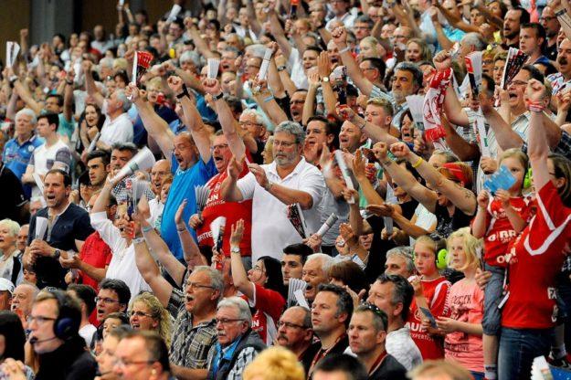 Fan-Jubel in der Rothenbach-Halle. Wer dabei sein will, muss sich ranhalten, zwei MT-Heimspiele sind schon ausverkauft.  Foto: Hartung
