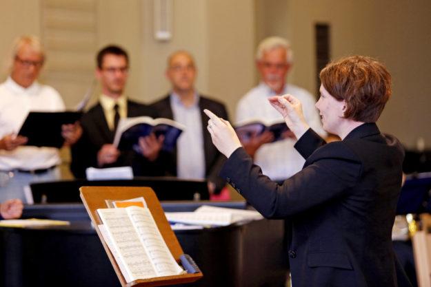 Hephata-Kantorin Dorothea Grebe leitet die Hephata-Kantorei. Foto: Hephata