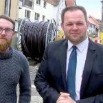 Engin Eroglu (re.), Landesvorsitzender der FREIE WÄHLER Hessen, und Björn Feuerbach, FW Pohlheim, gaben schon im November zu verstehen, dass sie sich im Kampf gegen ungerechte Straßenbaubeiträge nicht geschlagen geben. Foto: FREIE WÄHLER