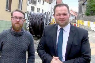 Engin Eroglu (re.), Landesvorsitzender der FREIE WÄHLER Hessen, und Björn Feuerbach, FW Pohlheim, geben sich im Kampf gegen ungerechte Straßenbaubeiträge nicht geschlagen. Foto: FREIE WÄHLER