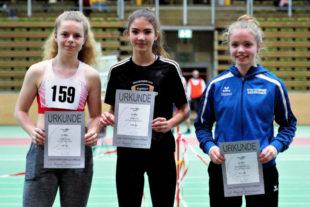 Platz eins für Vivian Groppe (li). Mit 7,89 Sekunden lag sie vor Anna Hense (8,04; Mitte) und Sophia Schiffmann (8,11; re.). Foto: nh