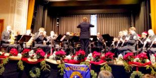 Das Bundespolizeiorchester unter Leitung von Matthias Wegele spielte zum Adventskonzert in der Homberger Stadthalle. Foto: nh