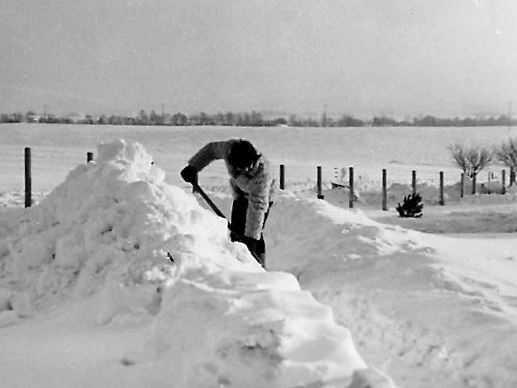 Im Katastrophenwinter 78/79 lag Schnee von Dezember bis März in teils sechs Meter hohen Verwehungen. Das Bild zeigt die Umgebung der Wetterwarte Neubrandenburg. Foto: Roland Schädlich | Deutscher Wetterdienst