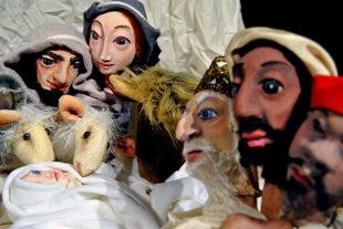 """Das Figurentheater erzählt und spielt """"Die Weihnachtsgeschichte"""" im Nachbarschaftstreff, Birkenweg 2. Foto: nh"""