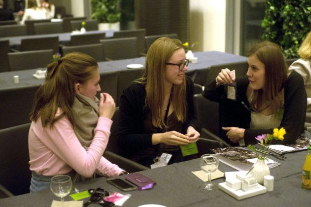 Medieninteressierte Jugendliche bekommen im Workshop die Gelegenheit, an der Erstellung einer Zeitung mitzuarbeiten. Archivbild: Jugendpresse Deutschland
