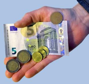 In den kommenden beiden Jahren soll der Mindestlohn jeweils zum 1. Januar auf 9,35 Euro steigen. Foto: Schmidtkunz