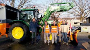 »Weihnachtsgeschenk« für den Bauhof der Gemeinde: Ein winterdiensttauglicher neuer Traktor. Foto: nh
