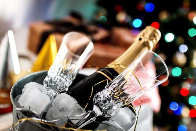 Prosit Neujahr! Der Jahreswechsel ist immer eine gute Gelegenheit, auf Besonderheiten des alten Jahres hinzuweisen. Foto: Jetshoots | unsplash
