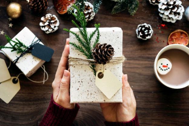 Weihnachtsartikel wie Dekorationen, Lichterketten und Figuren kamen zu 70% aus China. Foto: rawpixel | Unsplash