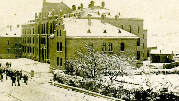Das Gebäudeensemble vor der Zeit der Abrissarbeiten, die über die Jahrzehnte die Funktion der Häuser veränderten. Foto: BTHS-Schulmuseum