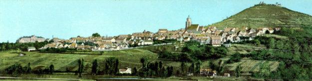 Das Breitbild aus dem ausgehenden 19. Jahrhundert zeigt, wie imposant das Lehrerseminar (li.) die Silhouette der Stadt prägte. Foto: BTHS-Schulmuseum