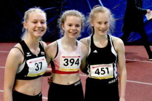 Carolin Schlung, Vivian Groppe und Mira Baus - die drei Medaillengewinnerinnen im 60m-Sprint der W15. Foto: nh