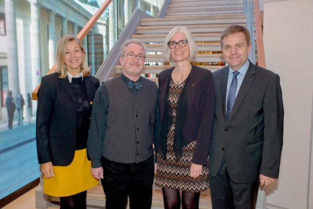 Dagmar Spill (v.l., Vorsitzende DMSG Hessen), Jürgen Klahold, Marianna Moldenhauer und Bernd Crusius (Geschäftsführer DMSG Hessen) beim Festakt in Berlin. Bild: Thomas Ernst | DMSG BV