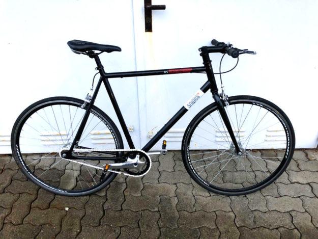 Zu diesem Fundrad »KS Cycling / City Singlespeed« sucht die Polizei die Besitzerin oder den Besitzer. Foto: Polizei