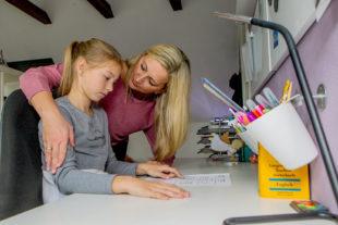 Fällt das Halbjahreszeugnis nicht so aus wie gewünscht, ist zunächst eine besonnene Reaktion der Eltern gefragt. Foto: Michael Printz | Studienkreis