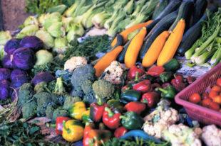 Frisches Obst und Gemüse aus heimischer Landwirtschaft sollen auch künftig die Marktqualität sichern. Foto: Alexandr Podvalny | unsplash
