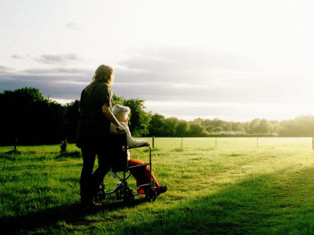 Um das Bundesteilhabegesetzt für Menschen mit Behinderung durchzusetzen, ist ein hoher finanzieller Mehraufwand erforderlich. Die Landkreise fordert jetzt eine wirksame Landeshilfe ein. Foto: Dominik Lange | unsplash