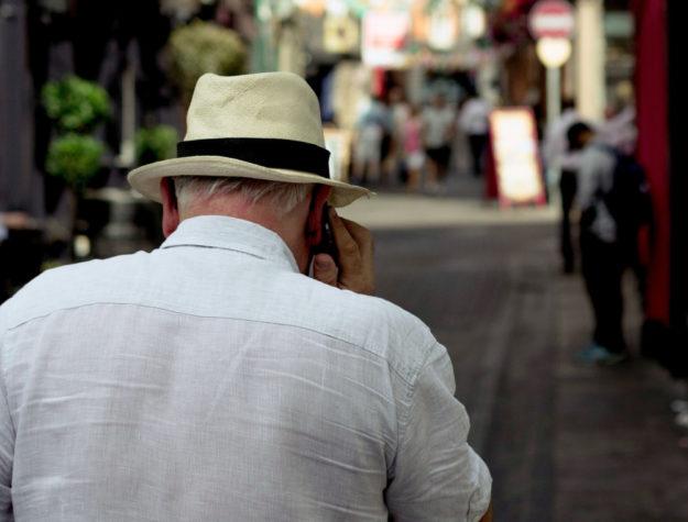 Erneut hat kriminelles Gesindel versucht, Senioren am Telefon über den Tisch zu ziehen.  Symbolfoto: Henry Be | unsplash