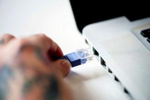 Schnelles Internet ist in Deutschland leider nur Mittelmaß. Foto: rawpixel | unsplash