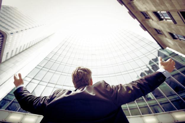 Voller Ideen und mit offenen Armen gehen viele Firmengründer ans Werk. Symbolfoto: Chisu | unsplash